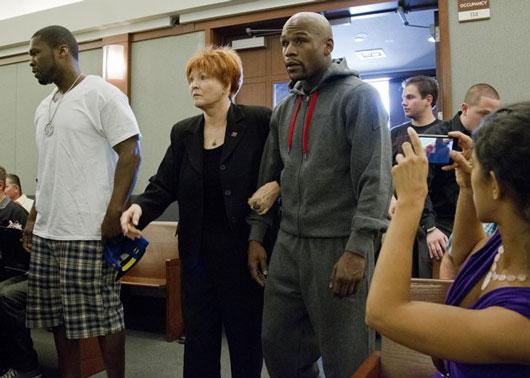 ドメスティック・バイオレンスの罪で収監されるフロイド・メイウェザー